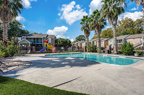 Apartments with amenities in West Houston