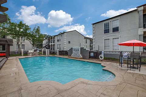 Apartments with amenities in Seabrook, TX.