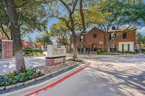 Oaks at Valley Ranch apartments in Irving, TX