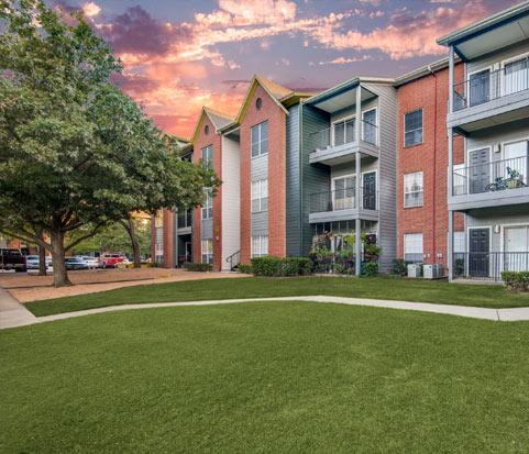 Apartment complex in North Dallas, TX