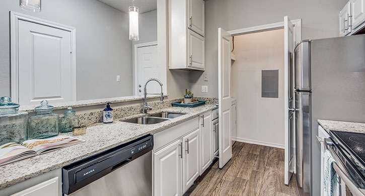One bedroom apartments in Las Colinas, Irving