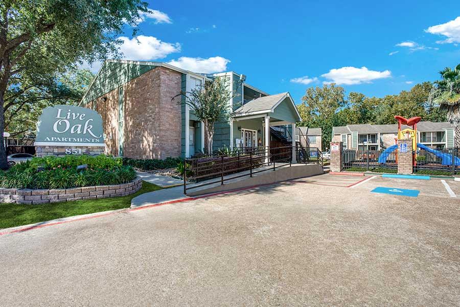 Live Oak Apartments in Houston, TX