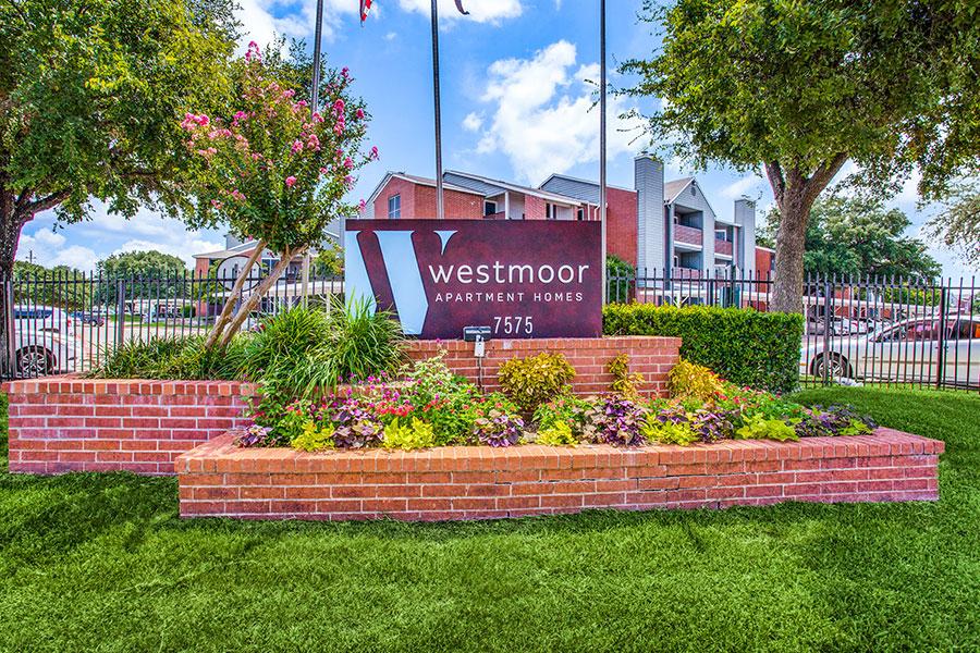 Westmoor Apartments | 7575 S Westmoreland Rd Dallas, TX 75237