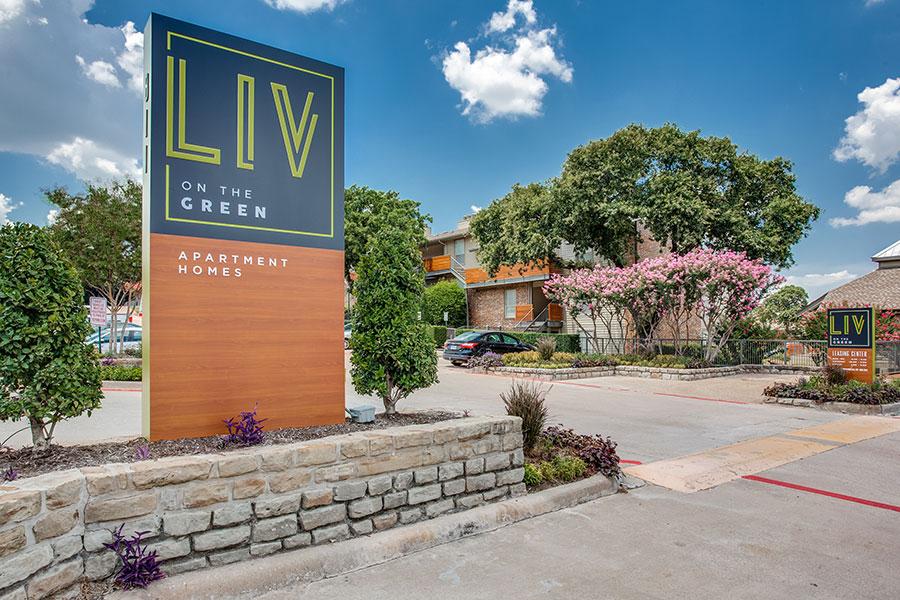 LIV on the Green Apartments    811 NE Green Oaks Blvd Arlington, TX 76006