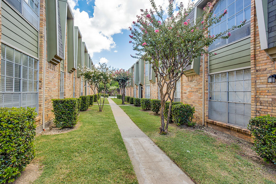 Located minutes from I-20 and I-35W, near Dallas/Fort