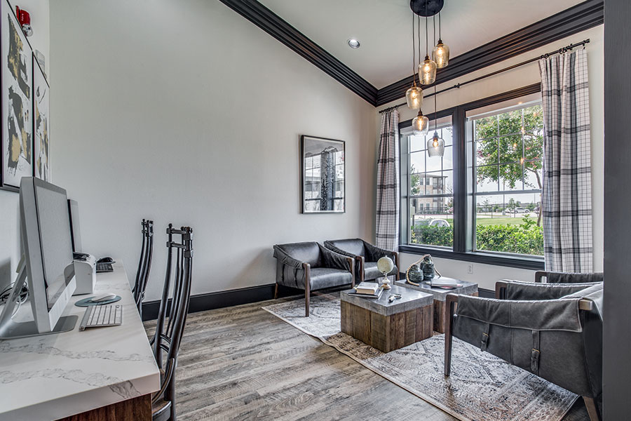 Northern Cross Apartments is conveniently nestled in Haltom City and North Fort Worth.