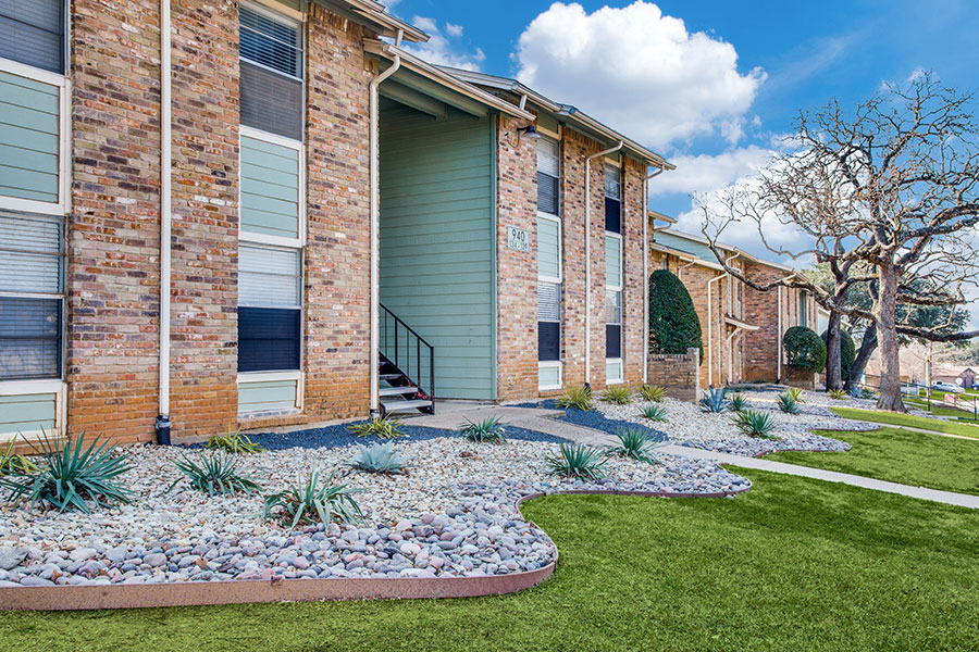 apartments in Bedford, TX.