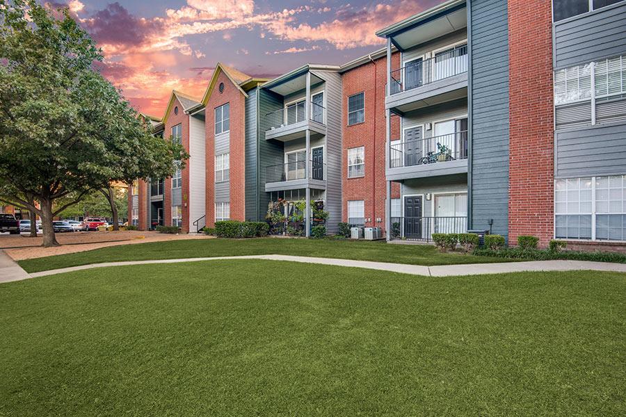 Cottonwood Dallas, a luxury apartment community