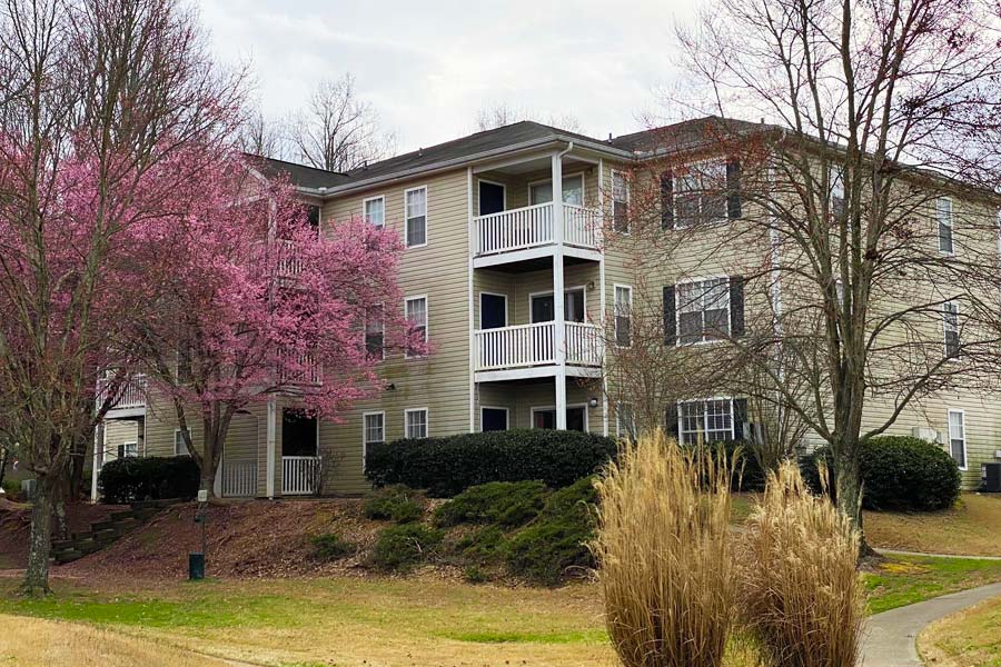 Recently renovated one and two bedroom apartments in Oakwood