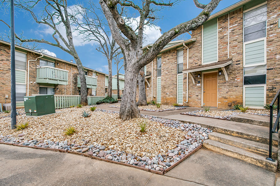 Bedford Hills apartments in Bedford, TX