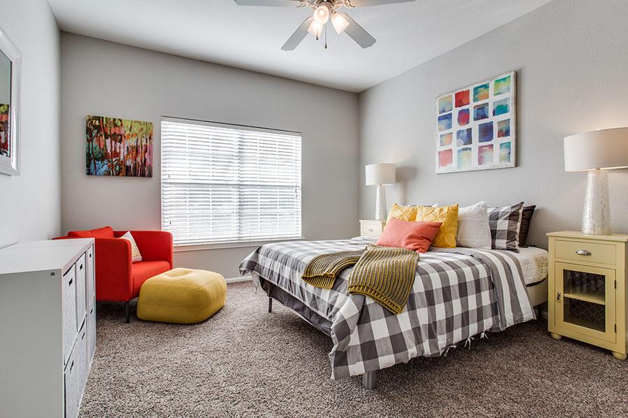 Large spacious bedroom in Haltom City, Texas!