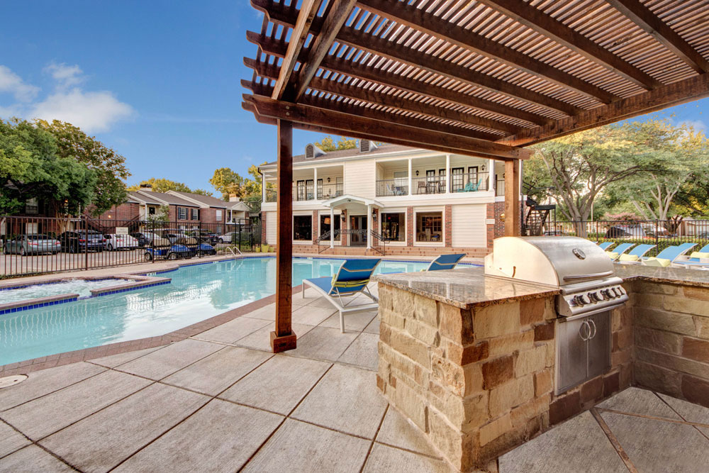 Outdoor grilling & BBQ area, perfect for friends and family!