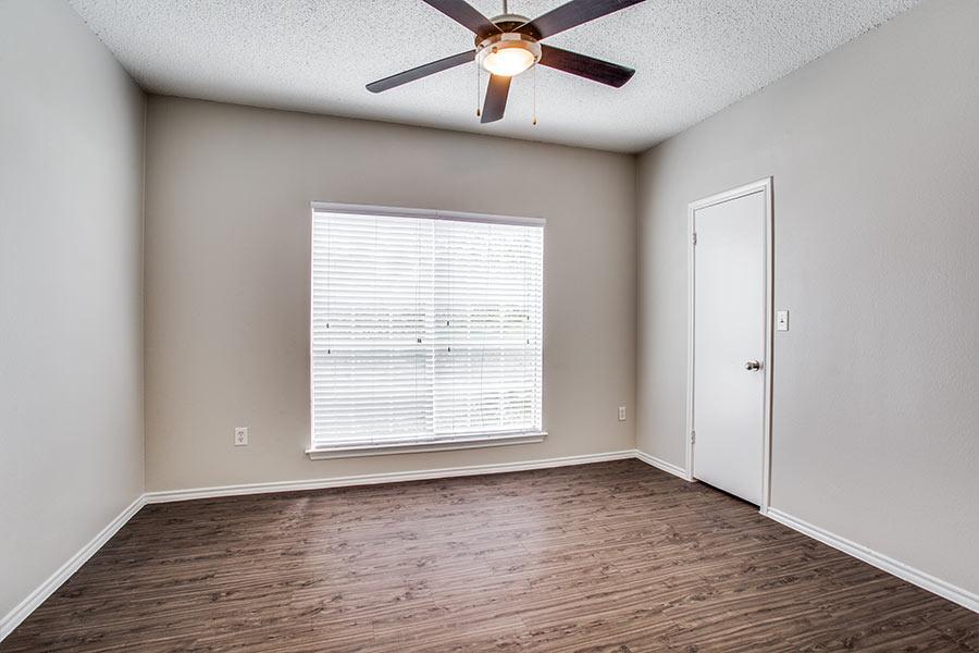Elegant wood-style flooring