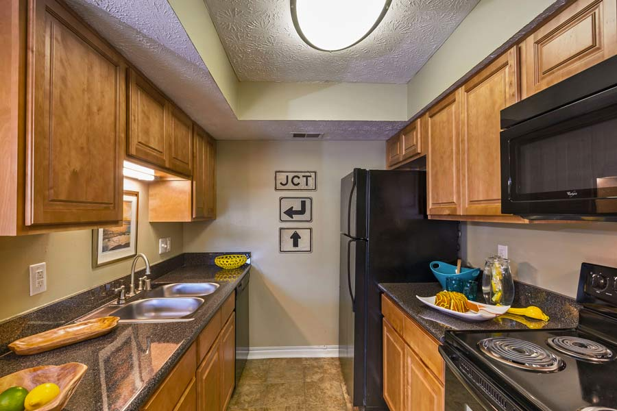 apt with fully equipped kitchen in lexington KY