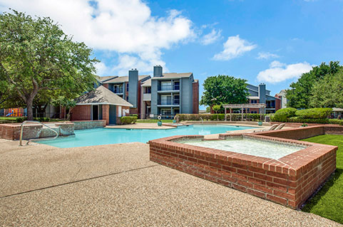 One, two and three bedroom apartments in Dallas, Westmoor Apartments